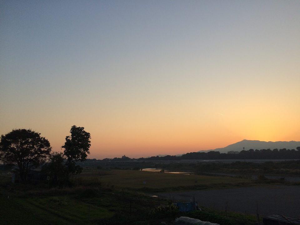 相模川からみる大山