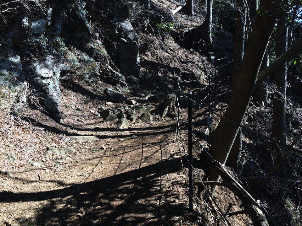 滑落防止の柵