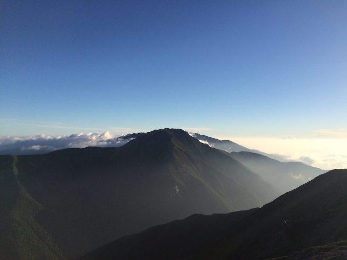 聖岳山頂から眺める赤石岳