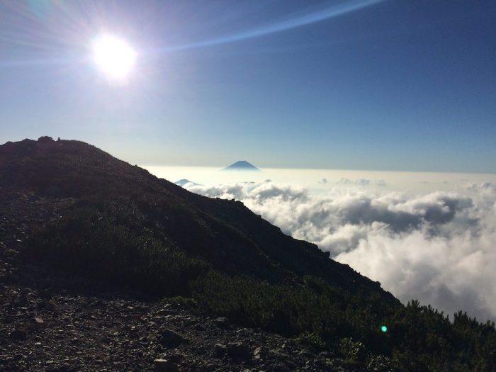 聖岳の山頂からみる富士山