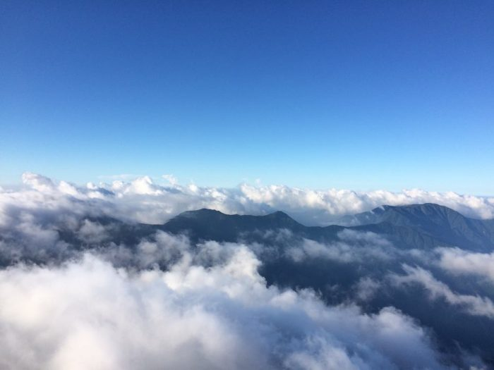雲を見下ろす