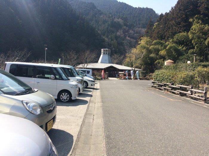 さわらびの湯の駐車場