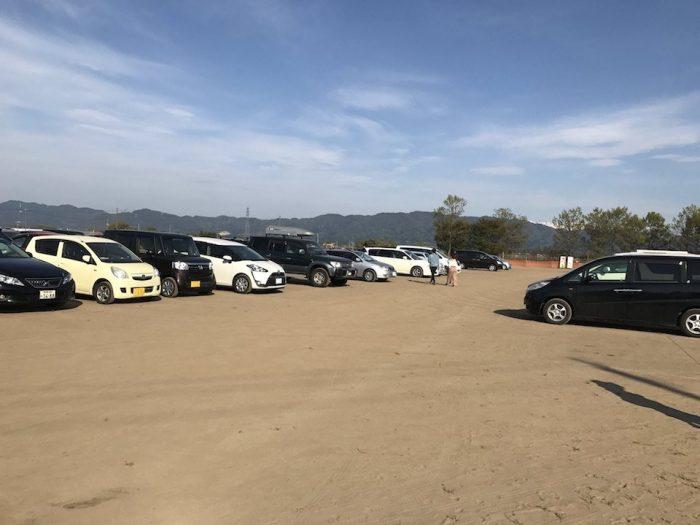 チューリップまつりの駐車場