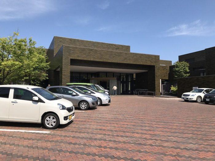 新潟市美術館の駐車場