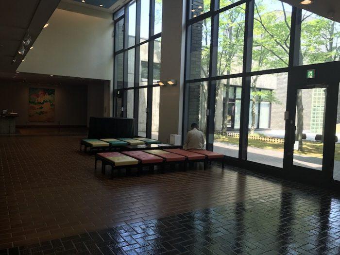 新潟市美術館の館内