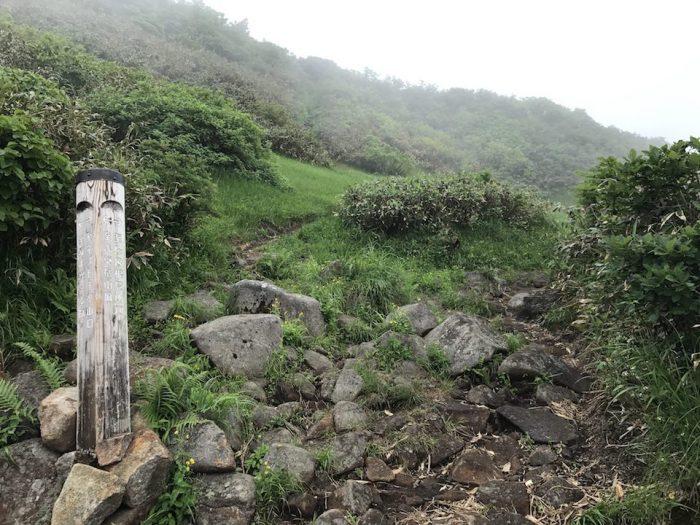 浅草岳 山頂直前の分岐