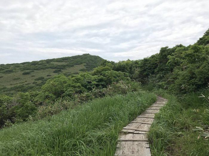 浅草岳山頂へ続く木道