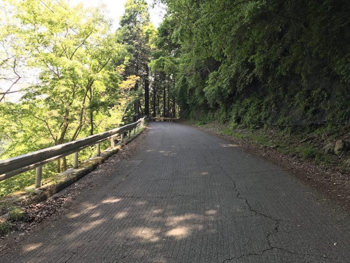 正丸峠から正丸駅へ向かう道