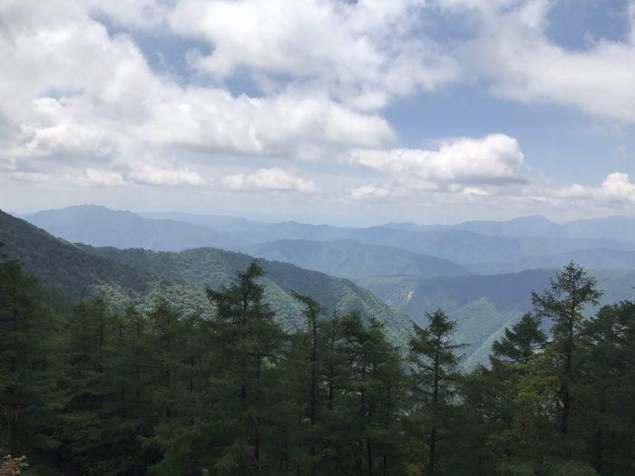 雲取山の尾根道からの眺望