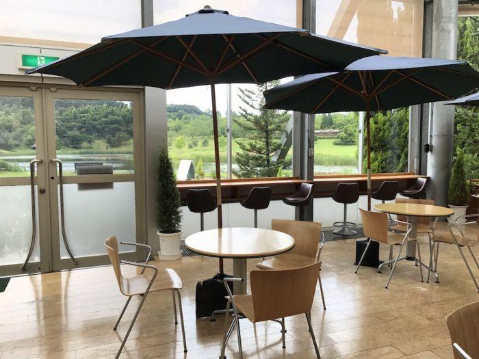 新潟県立植物園の温室内のカフェ
