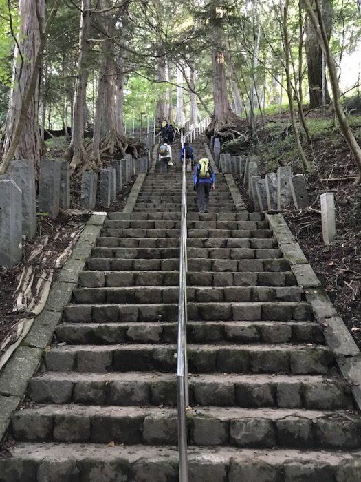 1合目に続く石階段