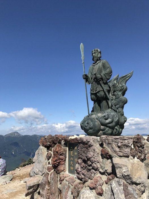 男体山 山頂の二荒山大神像
