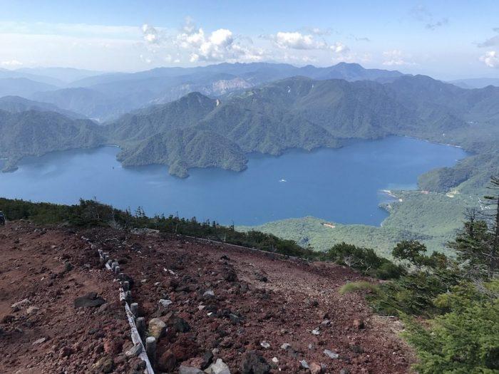 男体山から中禅寺湖をのぞむ
