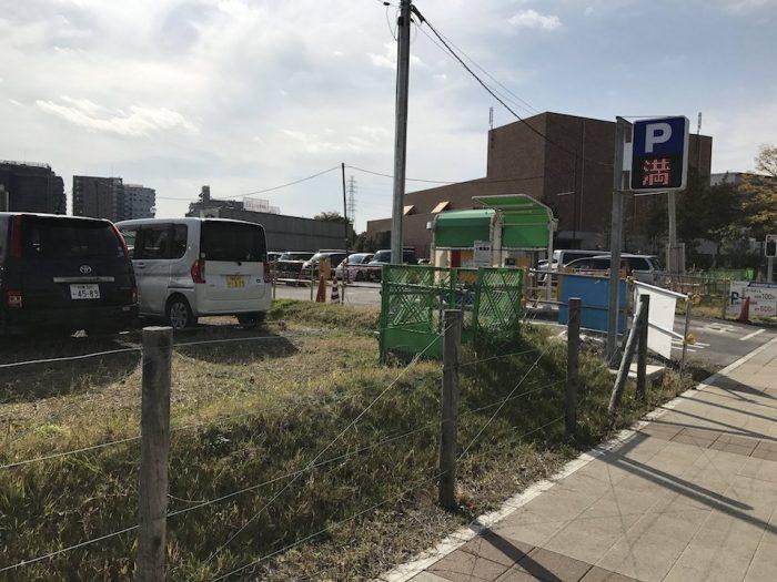 ビナガーデンズ 南側の駐車場