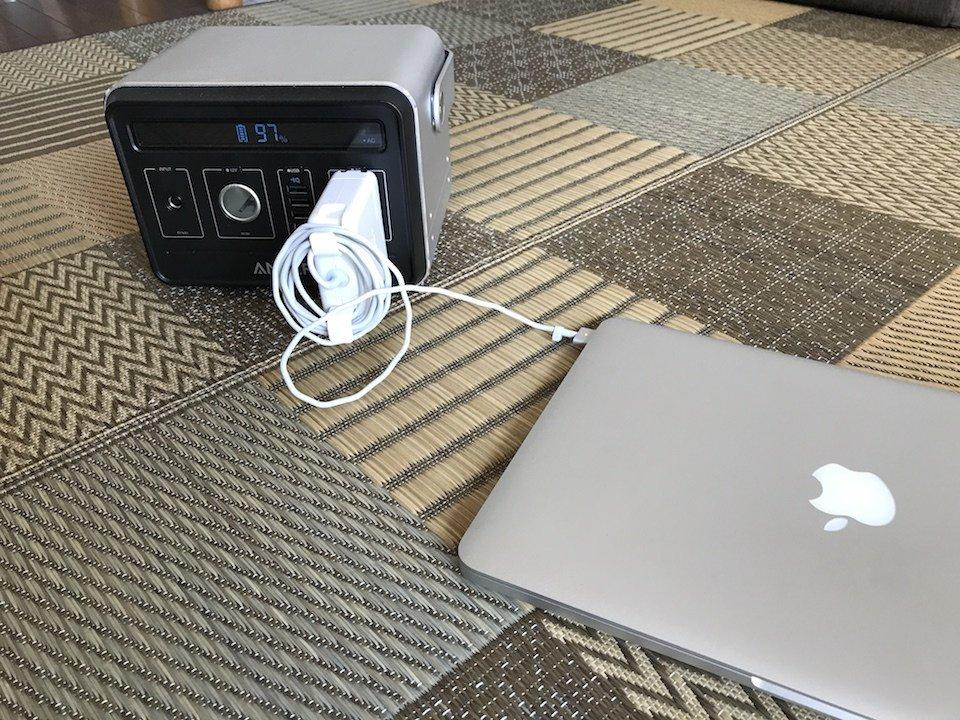 ポータブルバッテリーでmacbookを充電