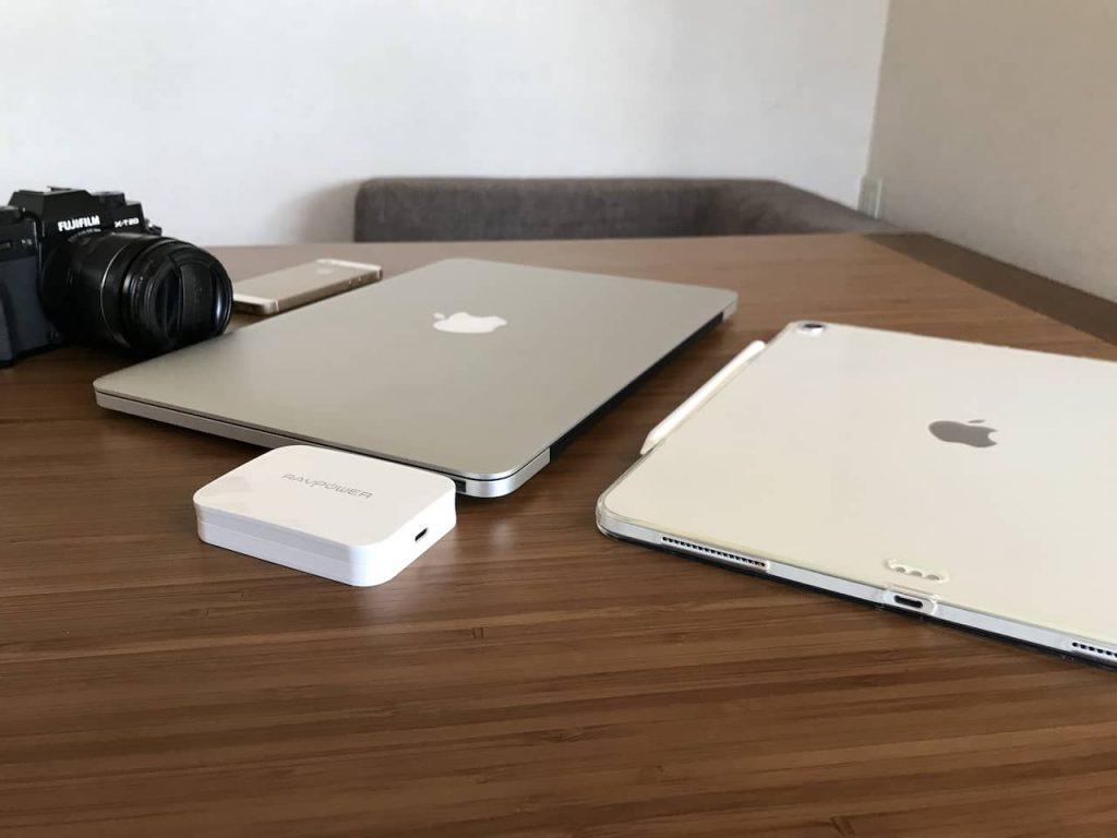 ミラーレス。macbook、ipadとravpowerの充電器