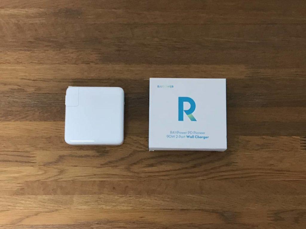 RP-PC128の箱とMacbook Pro純正の充電器