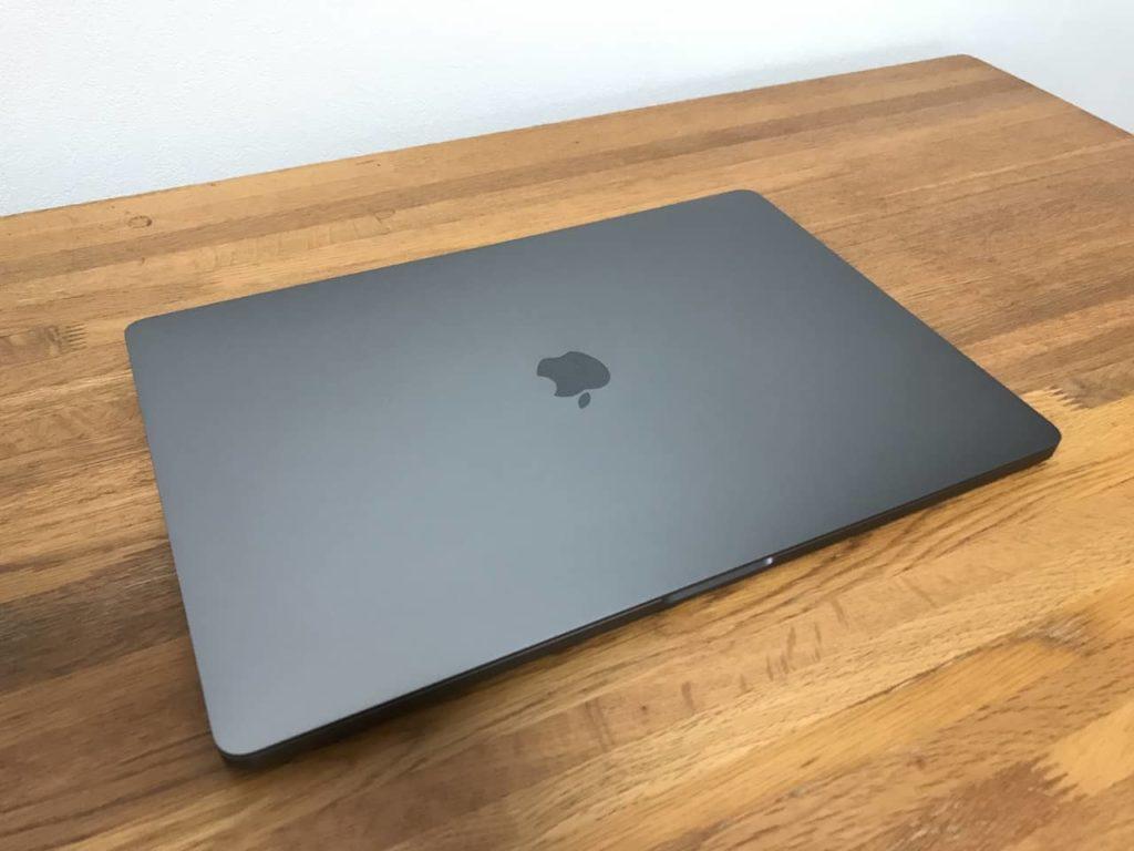 Apple 整備済品のMacbook Pro 16インチ スペースグレイ